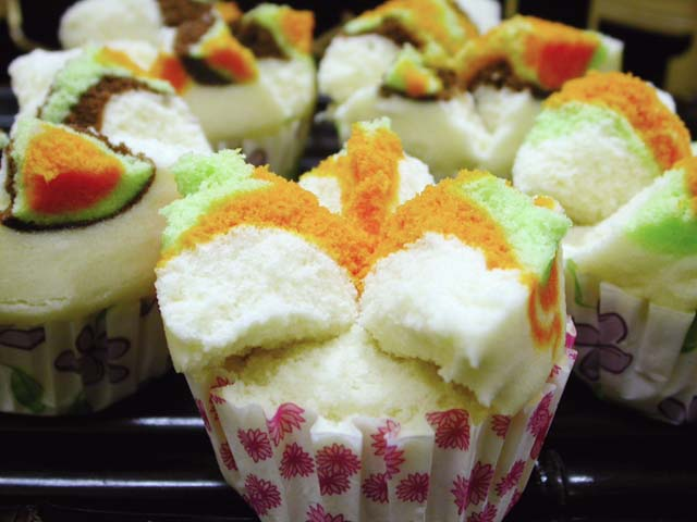 Bolu kukus khas Makassar | Uccy Collection